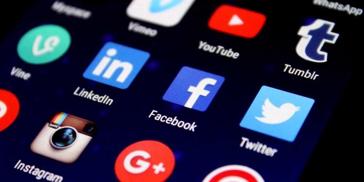social media facebook twitter instagram linkedin Skype