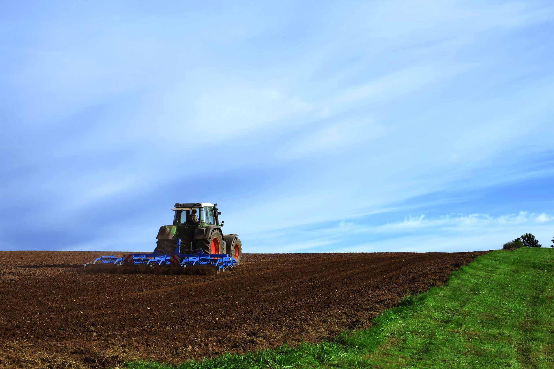 tractor farmer Agricultural-machine farmer