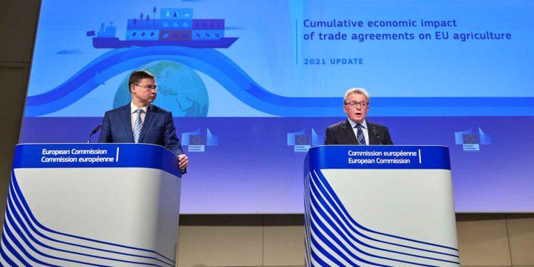 From met to right, Valdis Dombrovskis, Janusz Wojciechowski,