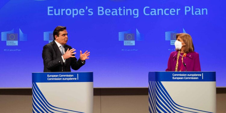 Margaritis Schinas and Stella Kyriakides on Europe's Beating Cancer Plan