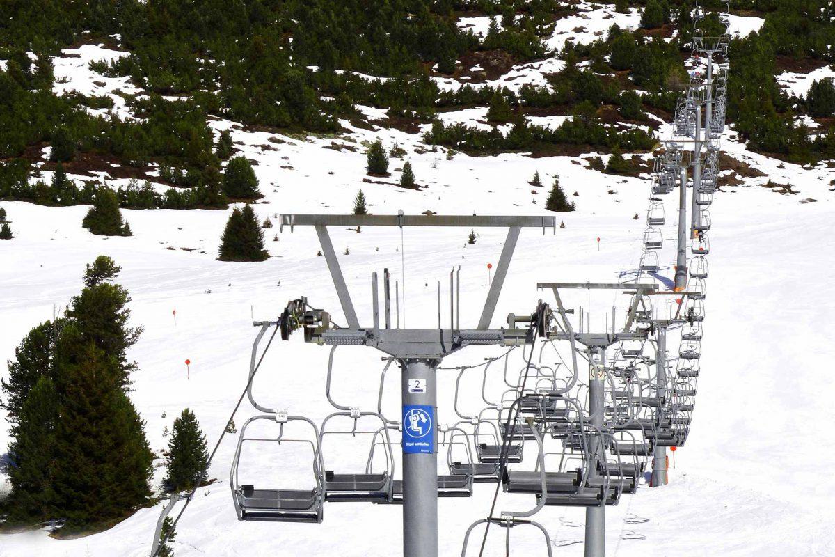 chairlift ski-lifts