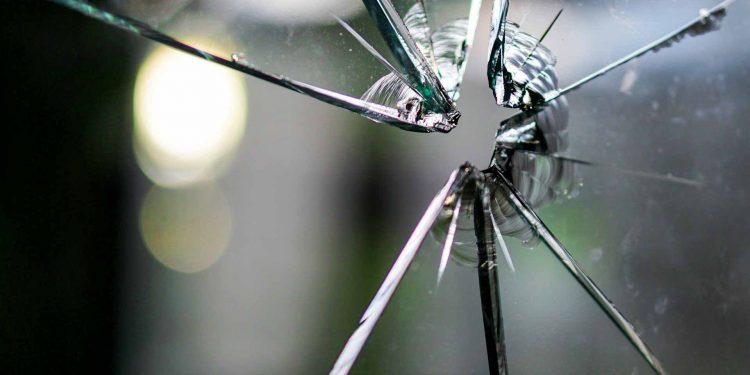 glass gun shot Mafia crime