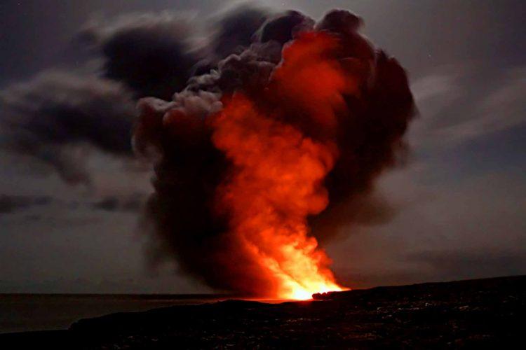 volcano explosion eruption